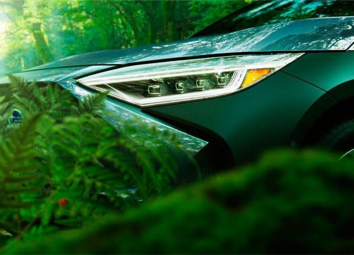 detalhe do farol do Subaru Solterra