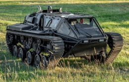 """Ready for anything: online auction offers """"war tank"""" for urban use"""