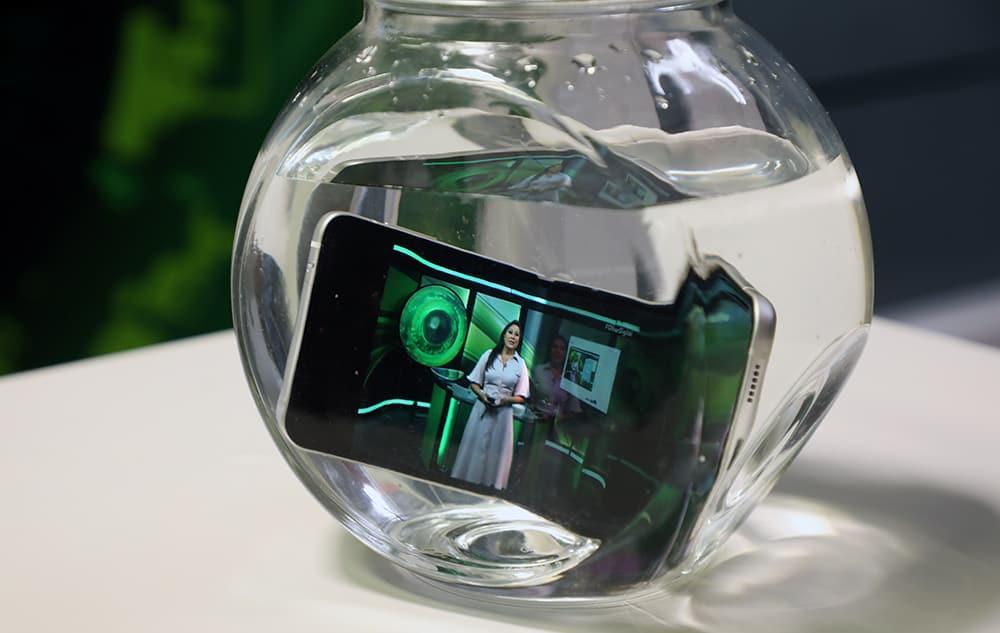 Galaxy Z Flip 3 embaixo d'água