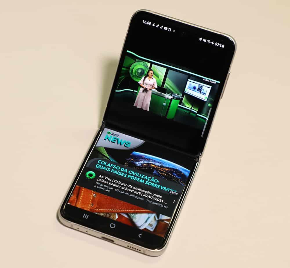 Galaxy Z Flip 3 no Modo Flex