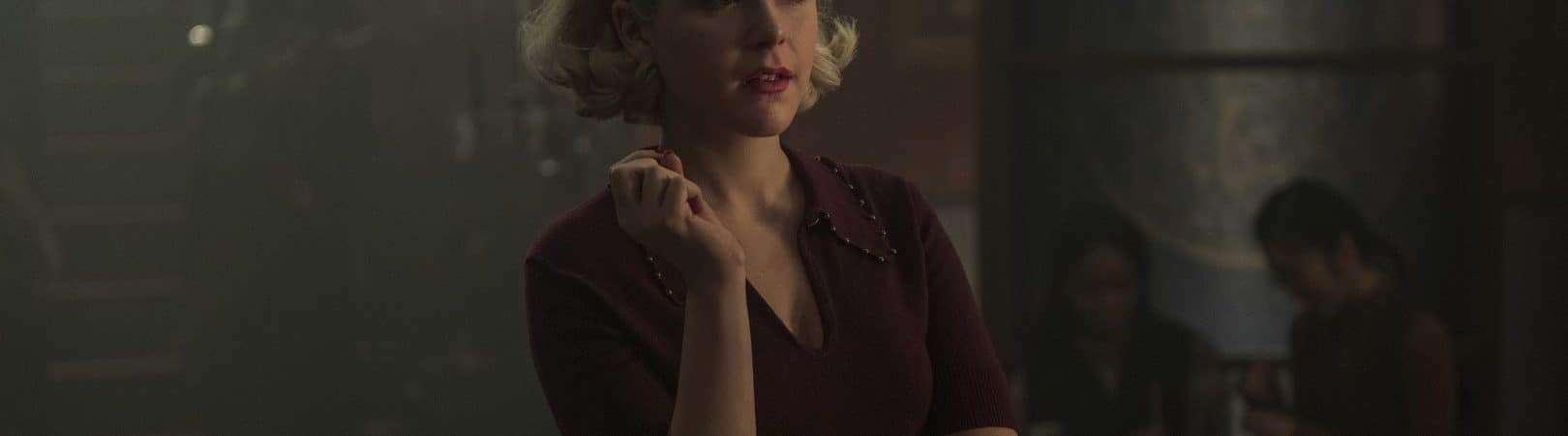 Kiernan Shipka como Sabrina em 'O Mundo Sombrio de Sabrina'. Imagem: Diyah Pera/Netflix