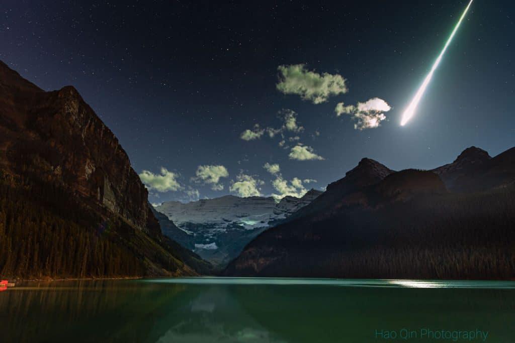 Imagem da passagem do meteorito que, por milímetros, não atingiu mulher no Canadá
