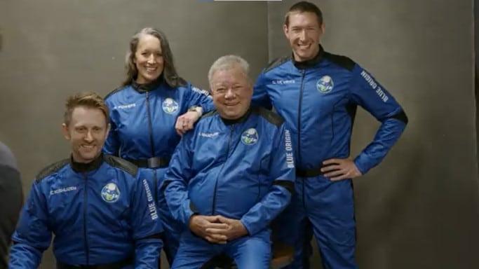 A tripulação da NS-18. Da esquerda para a direita: Chris Boshuizen, Audrey Powers, William Shatner e Glen de Vries. Imagem: Blue Origin