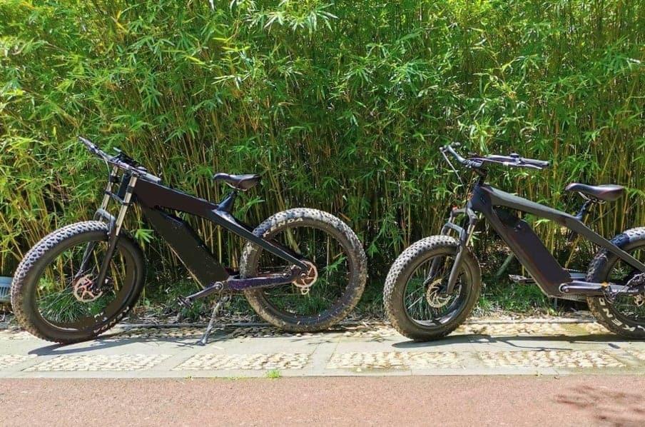 Duas e-bikes modelo Airover