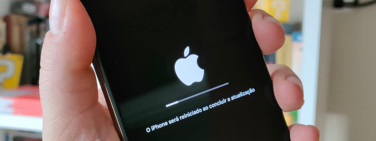 Atualização do iOS no iPhone (Imagem: André Fogaça/Olhar Digital)