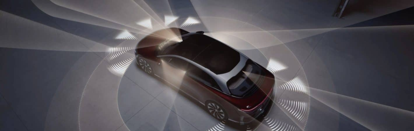 Carro da Lucid Motors com o DreamDrive funcionando em seus sensores