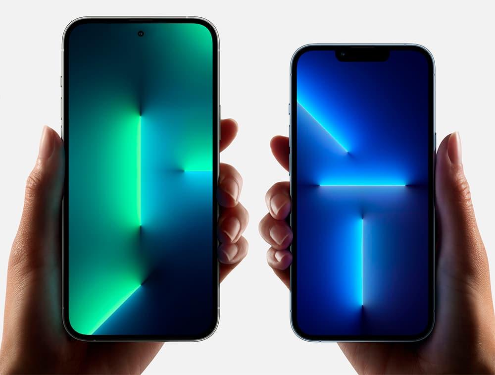 Imagem do iPhone 13 Pro com uma câmera em um recorte circular ao lado de um iPhone 13