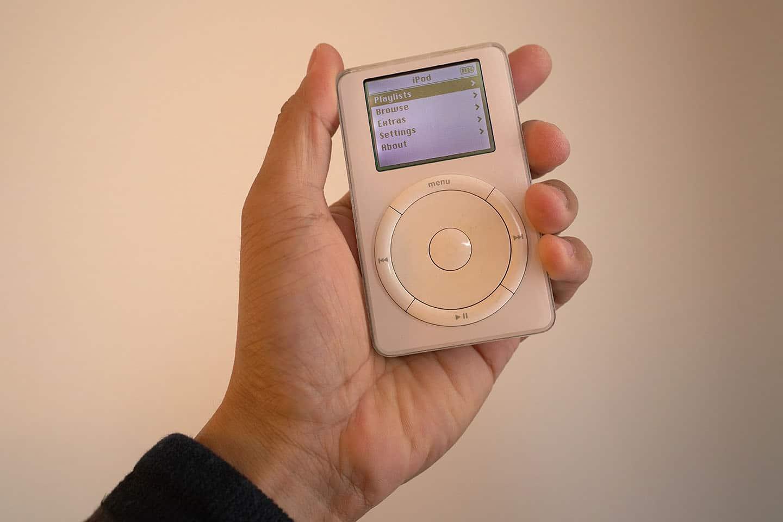 iPod completa 20 anos no mercado e continua presente nos designs da Apple
