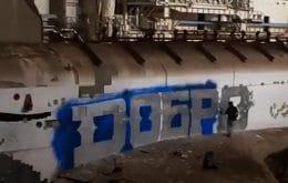 Vandalismo perigoso: nave russa é pichada em galpão no Cazaquistão