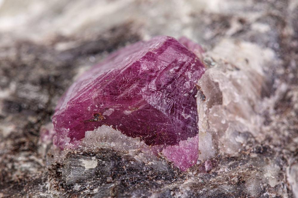 Inédito! Evidências do início da vida foram descobertas dentro de um rubi
