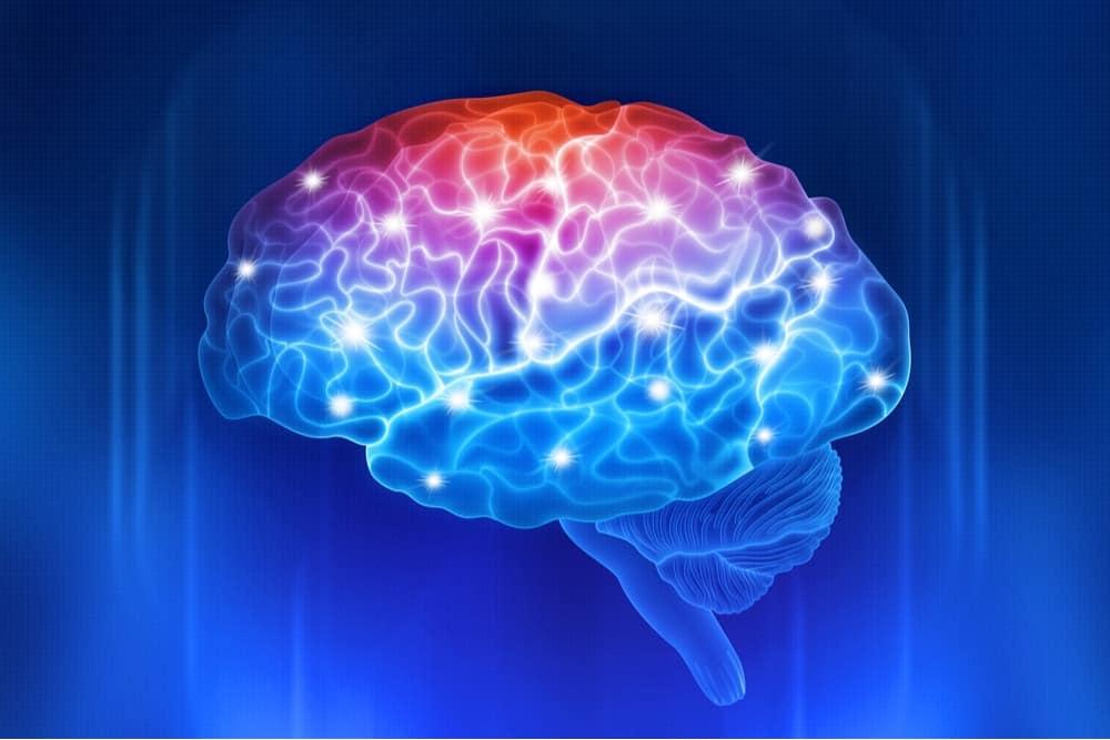 Ilustração mostra um cérebro iluminado por várias cores, simbolizando danos causados por viagens ao espaço