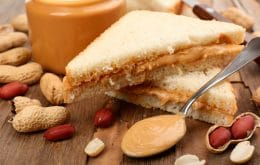 Understand how informants leaked nuclear submarine in a peanut butter sandwich
